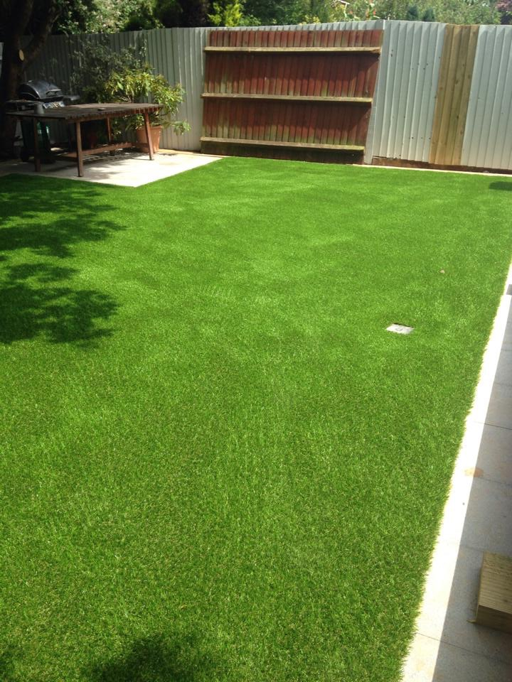 Fake-Grass-Installation-in-Bristol